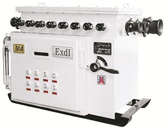 QJZ-4×40/1140(660) 、QJZ-4×80/1140(660)矿用隔爆兼本质安全型多回路真空电磁起动器适用于煤矿井下甲烷爆炸性环境中,在交流50Hz、电压1140V(660V)供电系统中,可分别对额定动率为120KW以下的三相交流电动机四台直接起动、停止。工作可靠、操作方便。具有过载、短路等多种保护功能。